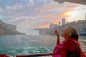 Niagara Falls and Niagara on the Lake All Inclusive Luxury Bus Day Tour