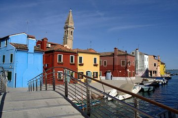 Visit to the Museums of the Islands (Murano - Burano) + Transportation for 1 day