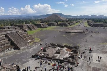 Tour to pyramids in Teotihuacan