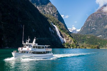 Cruise Milford NZ Small Boutique Cruise Experience