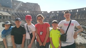 Ancient Roman Adventure: Colosseum, Roman Forum & Palatine Hill with Alessandra