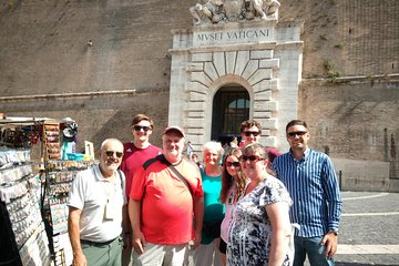 Rome with Expert Tour Guide and Driver Skip-The-Line Tickets and Lunch Included