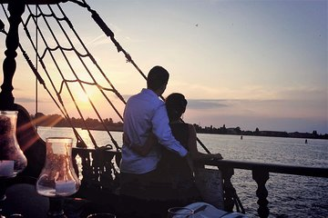 Venetian Lagoon Tour and Galleon Dinner