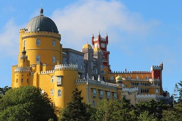 Private Tour from 1 to 8 people: Pena National Palace- Sintra-Cabo da Roca-Cascais
