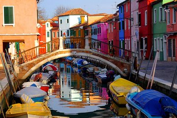 Colorful winter in Burano for couples