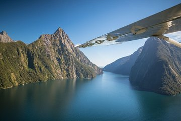 Milford Sound Scenic Tour From Queenstown Airport by Plane