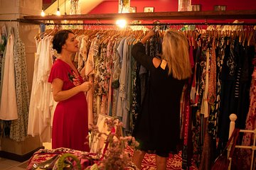 Second hand / vintage fashion walk in the old town of Málaga