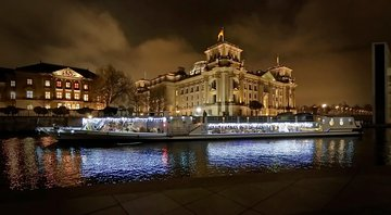Berlin: 2-Hour Evening River Spree Cruise on cosy sparkling glitter ship