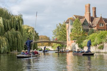 Combo: Punting & Graduate-Guided Cambridge University & City Tour