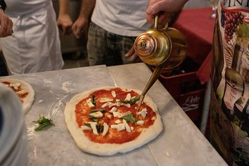 Pizza and dough lesson: choose between marinara, margherita or fried.