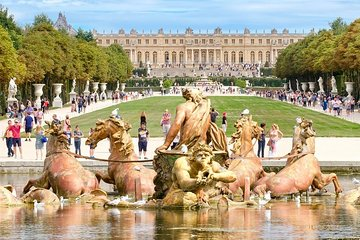 Chateau de Versailles & Gardens. VIP private tour with guide + driver