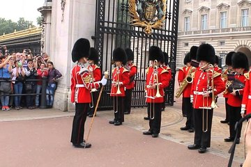 Changing of the Guard at Buckingham Palace Private Fun Tour