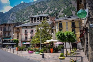Private Andorra Tour: Sightseeing & Shopping Plus Local Lunch from Barcelona