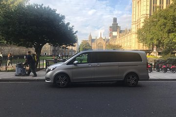 6 hours Private transport to Harry Potter studios