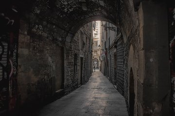 Barcelona Ghost Tour: Gothic Quarter Game (La Rambla, Barcelona Cathedral, etc)