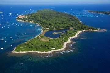 The beautiful Lérin islands await you, just in front of Cannes