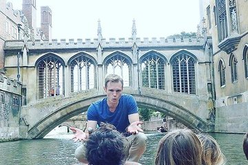 50-Minute Student-Guided Punting Tour in Cambridge