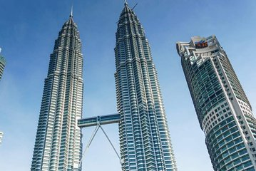 Skip the Line: PETRONAS Twin Towers Admission + One Way Transfer