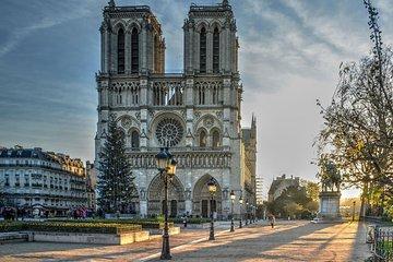 Ghost Paris Walking Tour: Mona Lisa's Murder Night Game (Notre Dame, Pont Neuf)