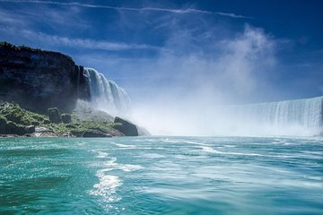 Private Tour: Niagara Falls from Toronto with Lunch and Boat