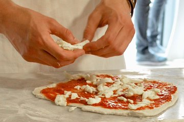 1-Hour Rome Pizza Cooking Class with Dinner