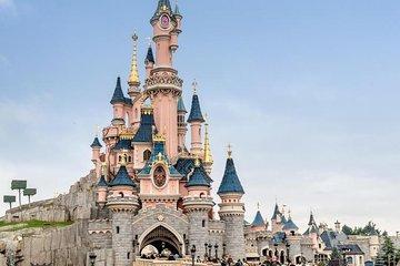 Private transport + Disneyland Paris entrance ticket