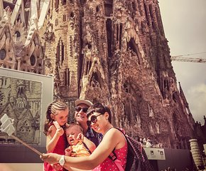 Private tour Sagrada Familia skip- the- line- tickets & Tapas and drinks