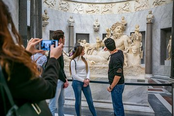 Grand Vatican Tour Full-day with Sistine Chapel St Peter Church and Borgia Rooms