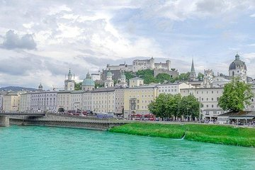 Transfer from Vienna to Salzburg: Private sightseeing daytrip with 2 stops