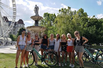 Budapest Highlights Bike Tour with a summer drink