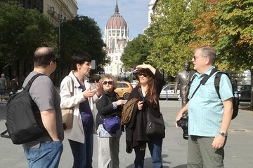 Downtown Budapest 3-Hour Small Group Tour with a Historian
