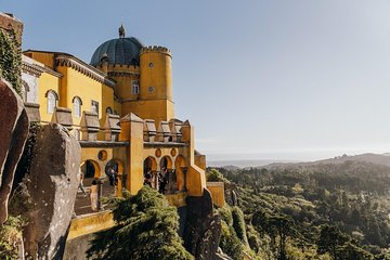 Sintra Fully Guided Tour: First Ticket Pena Palace & Optional Quinta de Regaleira