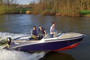 Authentic 2-hour Paris boat tour - Lakana Paris Cruise