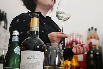 Mad for wine: Virtual Class with Italian Sommelier Live from Rome