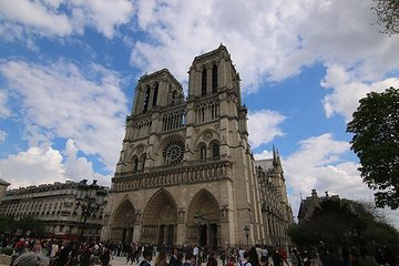 Paris: The City of Lights from Ancient Times to the Fire of Notre Dame
