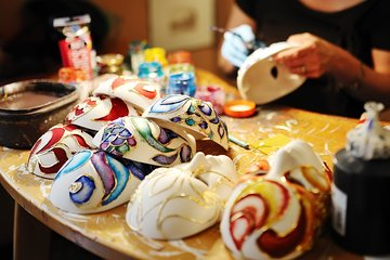 Live carnival mask workshop at home