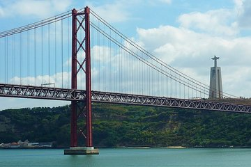 Panoramic Lisbon, 5 viewpoints, 25 de Abril bridge and Cristo Rei, half day
