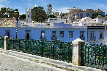 Tuk Tuk Tavira tour: lunch, boat to the beach and accommodation included