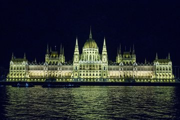 Budapest Night Walking Tour with Danube River Cruise