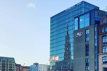 Private architecture tour in Hamburg by bike