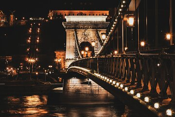 Private Budapest Night Tour with a Drink and Snacks