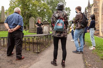 Haunted Vaults and Graveyard Walking Tour in Edinburgh