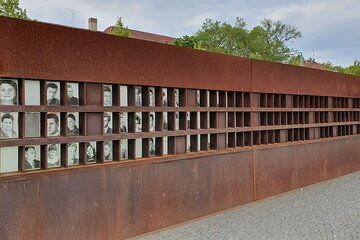 Berlin Wall: A City Divided - Private Live Virtual Experience
