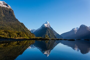 Milford Sound Helicopter Flight with Glacier Landing from Queenstown