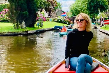 Private Tour in Giethoorn and Kayaking National Park