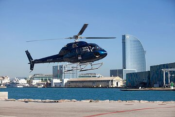 Barcelona 360 Full Experience: Walking Tour, Sailing and Helicopter