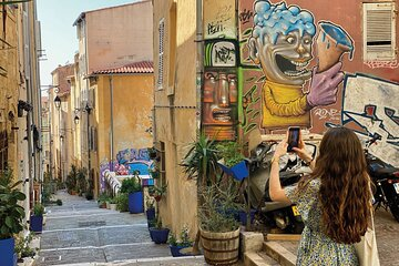The Panier, Marseille's historic district audio-guided walking tour on smartphone