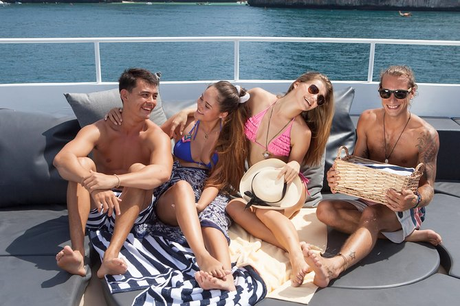 Phuket to Phi Phi Island Day Trip by Express Luxury Cruise Boat Including Buffet Lunch