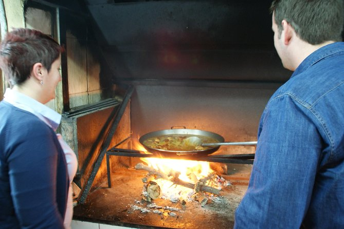 Sightseeing Tour and Paella Cooking Class in Valencia