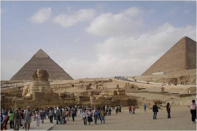 Private Tour: Pyramids of Giza Memphis Sakkara with Lunch